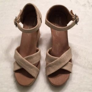 Toms Wedges size W7